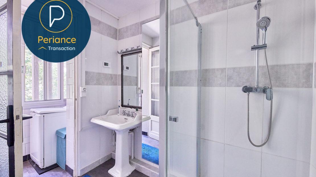 Salle d'eau - Appartement T3 à vendre à Mérignac Centre / Pin Galant